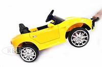 Электромобиль Ferrari O222OO желтыйДетские электромобили<br>ЭЛЕКТРОМОБИЛЬ FERRARI O222OO (КОЖА) С ДИСТАНЦИОННЫМ УПРАВЛЕНИЕМ&amp;nbsp;ЖЕЛТЫЙ ЦВЕТСветовые и звуковые эффекты.&amp;nbsp;Подсветка панели приборов, диодные огни фар.&amp;nbsp;Амортизаторы задние.Пульт управления: индивидуальный (настраивается по Bluetooh)Колеса: каучуковыеОткрываются двери. Открывается багажник.&amp;nbsp;Передвижение по принципу Чемодан.Электромобиль заводится с ключа.&amp;nbsp;Подсветка и звуковое сопровождение включается дополнительной кнопкой (справа от руля).Скорость: Скорость вперед/назад.Сидение: кожаное, пятиточечный ремень безопасностиВход MicroSD, USB-вход.Размер собранной модели: 92*50*42см, вес: 8кг, макс. нагрузка: 30 кгАккумулятор: 6V/4,5A*2Редуктор: 2*20W<br><br>Марка: FERRARI<br>Модель: O222OO<br>Сиденье: Кожаное<br>Колёса: Каучуковые<br>Кол-во мест: 1<br>Цвет: Желтый