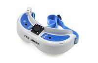 Видео очки FatShark Dominator V3 FPVВидео очки<br>Видеоочки DominatorV3 для FPV от компании FatShark позволяют смотреть видео от первого лица с беспроводного передатчика, установленного на радиоуправляемой модели, и полностью погрузиться в полет. Очки оснащены ярким дисплеем с разрешением WVGA (800 &amp;times; 480) и углом обзора 30, а также встроенным устройством видеозаписи, которое производит запись на карты microSD/SDHC объемом до 32 Гб.Очки FatShark Dominator V3 обеспечивают возможность подключения HDMI с поддержкой 720p с помощью разъема mini HDMI. Изображение доступно в формате 16:9, разрешение WVGA. Улучшенное устройство видеозаписи позволяет переключаться между форматами NTSC и PAL, также есть резервное питание для записи файлов, если во время съемки питание отключилось.<br>