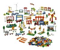 9389 Городская жизнь LEGOОбразовательные решения LEGO<br>Возрастная категория:&amp;nbsp;4+Тип кубиков:&amp;nbsp;LEGO&amp;reg; SystemКоличество деталей:&amp;nbsp;1907<br>