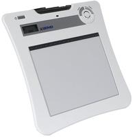 Планшет QOMO QIT30 - FWИнтерактивные планшеты <br>ОсобенностиДо 25 часов беспроводной работыПростая зарядка аккумуляторов от компьютера по USB16 программируемых макро-клавишВстроенная LCD-панель индикации статусаСистема сохранения энергии автоматически включает/выключает стилус для более продолжительной работы батареекСтилус работает на стандартных батарейках АААРабочая поверхность А5 высокого разрешенияРаботает с документ-камерой и firewire приложениямиБыстрая и простая инсталляцияВозможность одновременного подключения до 30 планшетов к каждому компьютеруЛоток для хранения стилусаЭкспорт материалов в файлы различного формата<br>