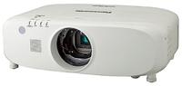 Мультимедийный проектор Panasonic PT-EX800ZLEМультимедийные проекторы<br>Проектор Panasonic PT-EX800ZLE рекомендован для установки в учебных аудиториях, конференц-залах, офисах и школах.<br><br>Объектив: Стандартный<br>Тип устройства: LCD x3<br>Класс устройства: стационарный<br>Рекомендуемая область применения: для офиса<br>Реальное разрешение: 1024x768